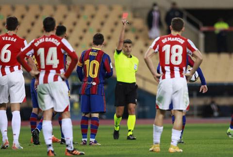 Messi nhận thẻ đỏ