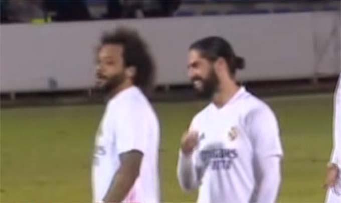 Marcelo và Isco cười đùa vui vẻ trong hiệp phụ