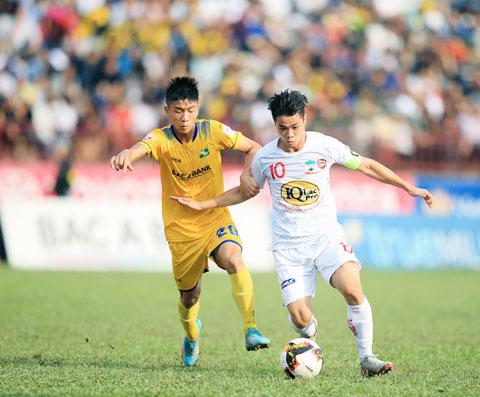 Công Phượng cùng các đồng đội được dự báo sẽ có trận đấu khó khăn trước SLNA - Ảnh: Minh Tuấn
