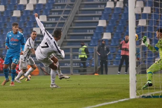 Ronaldo mở tỷ số trận đấu Juventus vs Napoli ở phút 64