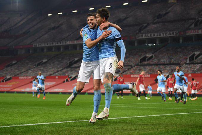 Cặp Stones - Dias đang là điểm tựa cho Man City trong hành trình chinh phục ngôi vô địch Ngoại hạng Anh