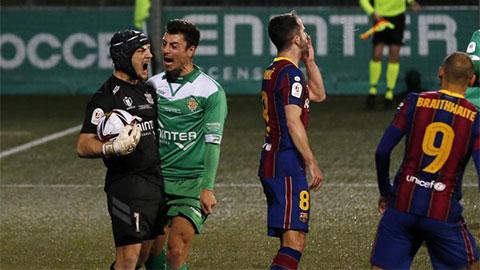"""Điểm nhấn trận Cornella 0-2 Barca: """"Truyền nhân của Petr Cech"""" hai lần cản penalty"""