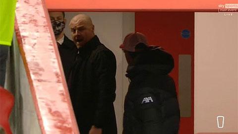 Klopp nổi cơn tam bành, đuổi theo HLV Burnley vào đường hầm