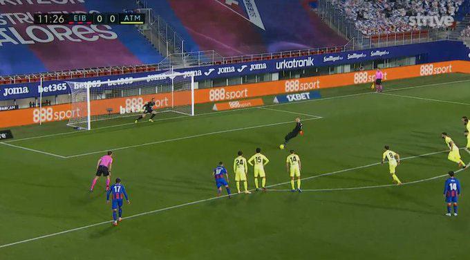 Thủ môn Dmitrovic ghi bàn trong trận Eibar vs Atletico Madrid