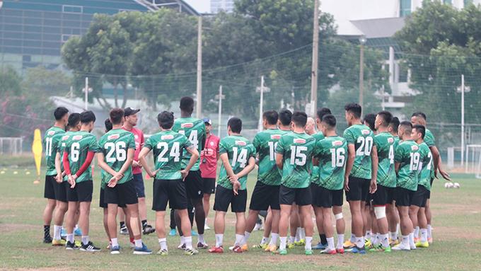 Trận đấu giữa hai đội TP.HCM và Hồng Lĩnh Hà Tĩnh được diễn ra vào 19h15 ngày 24/1 trên sân Thống Nhất. Cả hai đều thất bại ở trận ra quân nên rất quyết tâm có điểm, nhất là chiến thắng để có thể sớm cải thiện vị trí trên bảng xếp hạng.