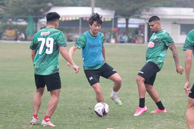 Lee Nguyễn cho biết, anh đã được đội ngũ y tế của CLB TP.HCM xác nhận đủ điều kiện ra sân ở trận đấu gặp đội khách Hồng Lĩnh Hà Tĩnh tại vòng 2 LS .League 2021. Dẫu vậy, chuyện Lee có được đá chính hay không phụ thuộc vào quyền quyết định thuộc của HLV Polking.