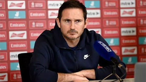Lampard nổi điên với phóng viên trong buổi họp báo