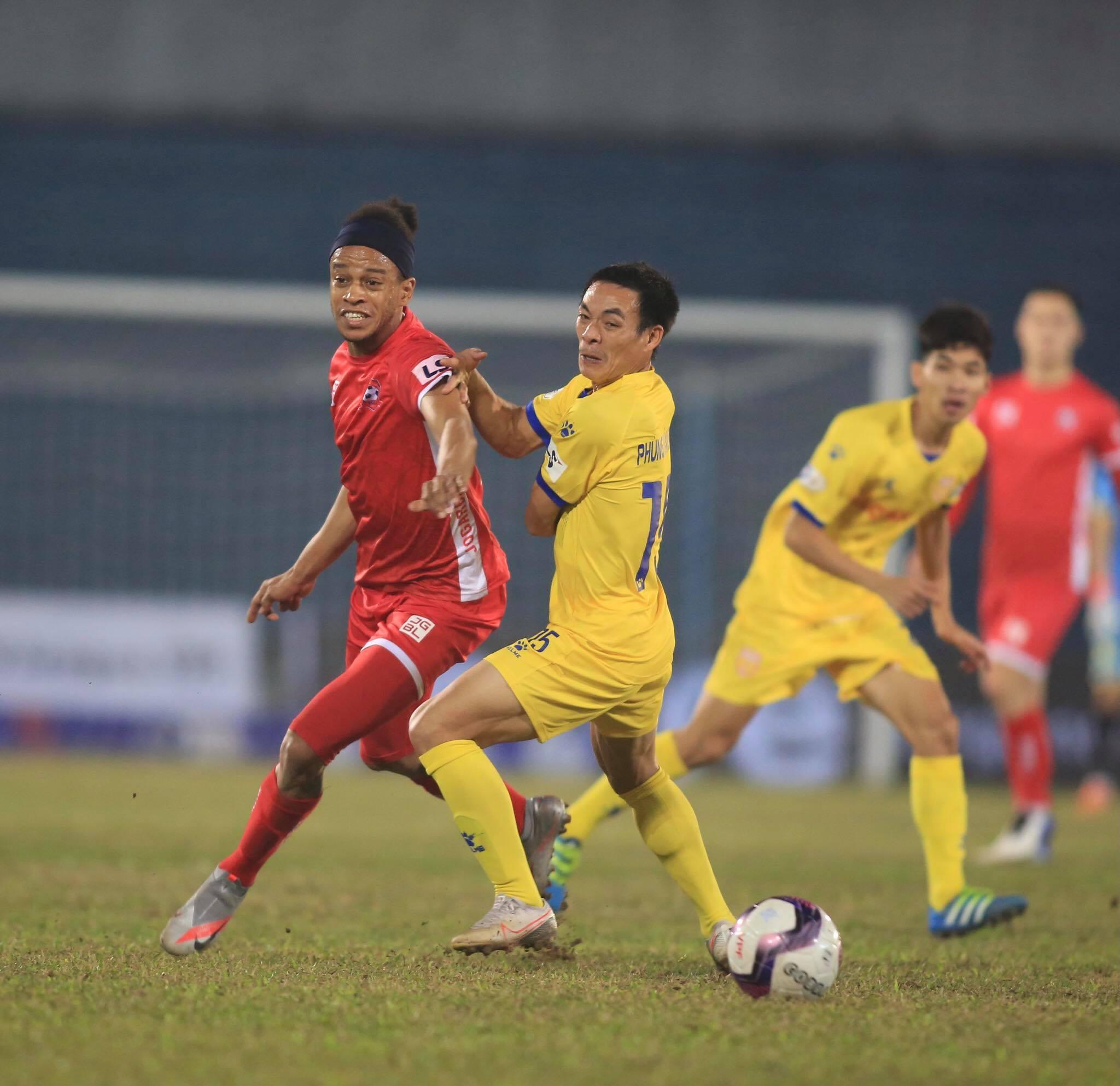 Hải Phòng tiếp tục thể hiện phong độ ấn tượng bằng chiến thắng trước Nam Định - Ảnh: Minh Tuấn