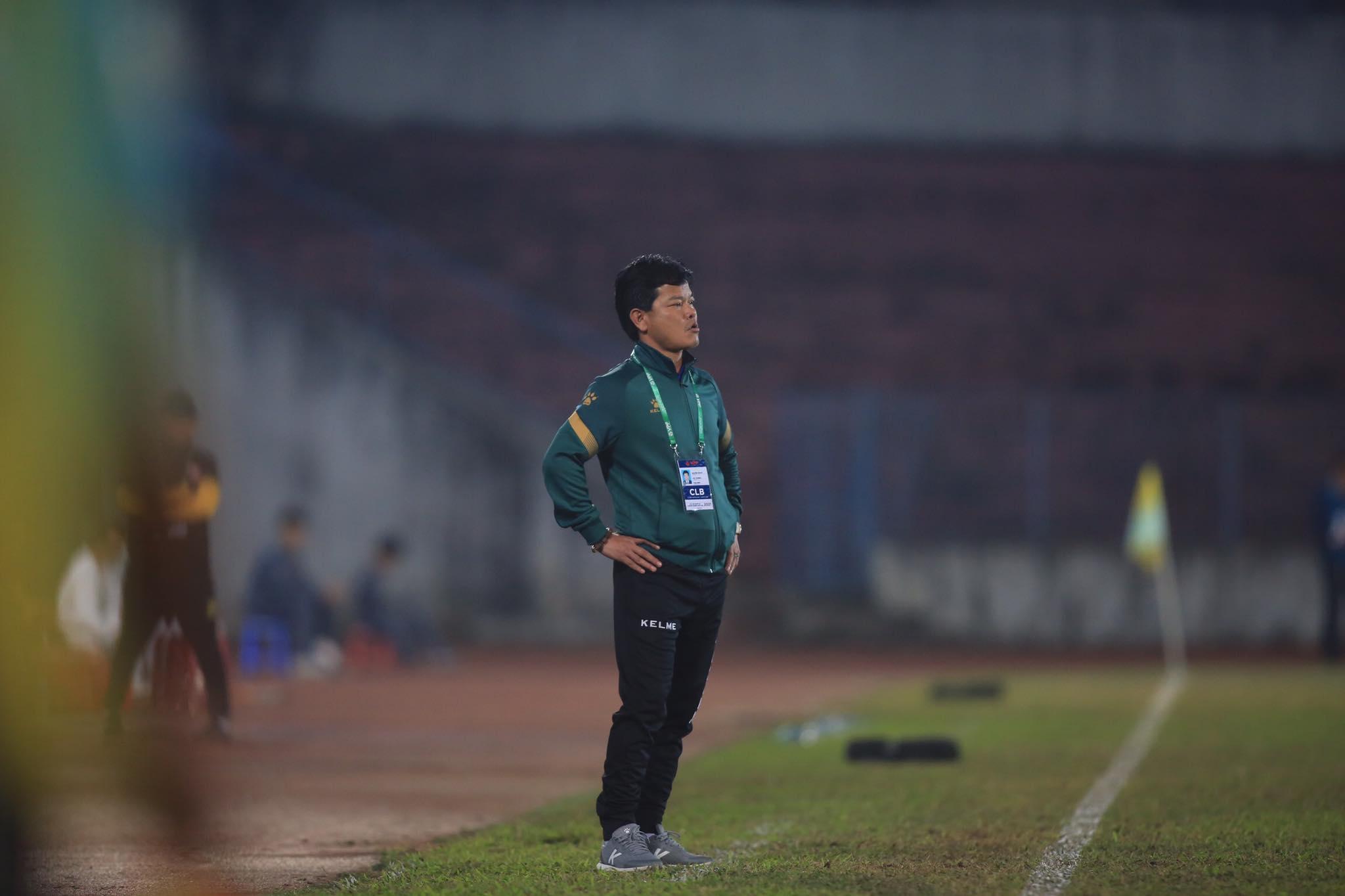 HLV Văn Sỹ thừa nhận thất bại của Nam Định trước Hải Phòng là xứng đáng - Ảnh: Minh Tuấn