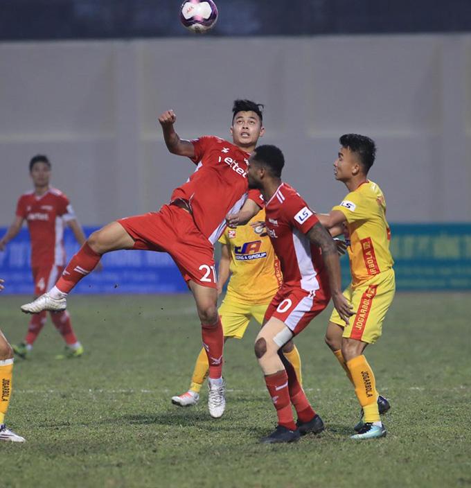 Viettel bế tắc trong việc tìm kiếm được bàn thắng vào lưới Thanh Hoá - Ảnh: Phan Tùng