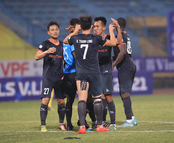 B.Bình Dương đứng thứ 2 trên BXH sau Hải Phòng nhờ 2 chiến thắng liên tiếp trước Thanh Hoá và Hà Nội