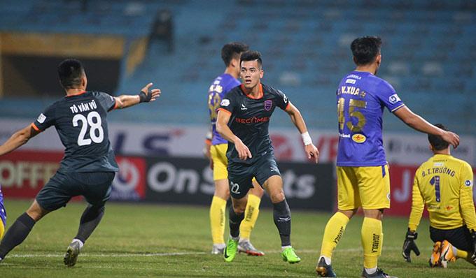 Đội bóng đất Thủ có thêm 1 bàn nữa từ Tiến Linh để ấn định chiến thắng 2-1 trước Hà Nội FC