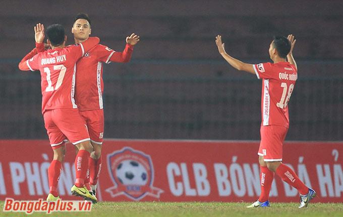Hải Phòng dẫn trước 3 bàn thắng trước khi Nam Định có 2 bàn rút ngắn cách biệt. Hải Phòng qua đó thắng chung cuộc 3-2.