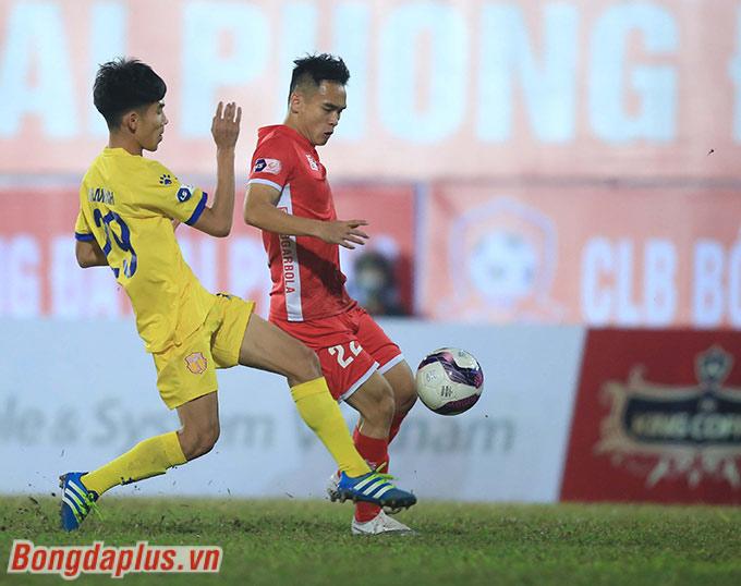 Trong bối cảnh Công Phượng, Quang Hải còn tịt ngòi, Lee Nguyễn thì chưa ra mắt, Phú Nguyên với 2 bàn thắng trong 2 trận đấu giúp Hải Phòng lên đỉnh đang là cái tên được chú ý nhất tại V.League 2021 ở những vòng đầu tiên