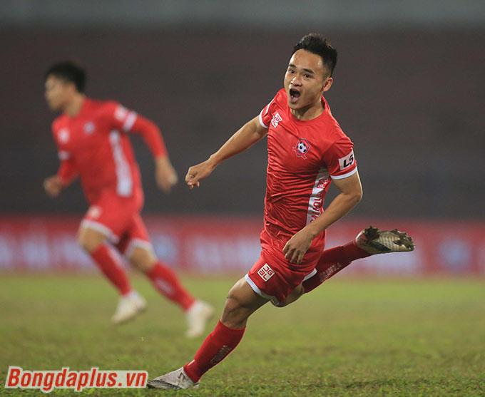 Phú Nguyên ghi 2 bàn trong 2 chiến thắng của Hải Phòng trước Viettel và Nam Định. Nhờ vậy, Hải Phòng mới là đội đứng đầu BXH V.League 2021 sau 2 vòng đấu