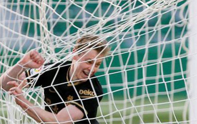 De Jong ghi dấu giày vào cả 2 bàn thắng của Barca
