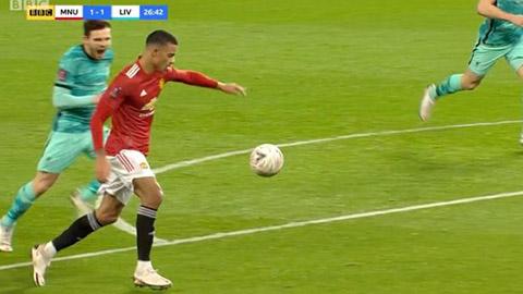 Robertson hét như sấm, Greenwood vẫn sút tung lưới Liverpool