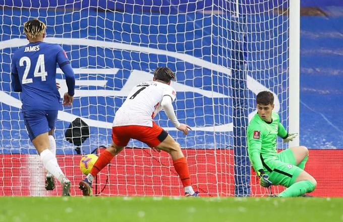 Kepa mắc sai lầm ở trận Chelsea vs Luton