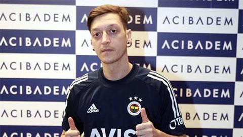Arsenal cài điều khoản 'móc túi' Fenerbahce ở vụ Oezil