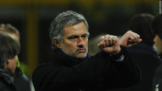 Biểu tượng kinh điển của Mourinho nhằm phản kháng lại những bất công nhằm vào ông và Inter Milan