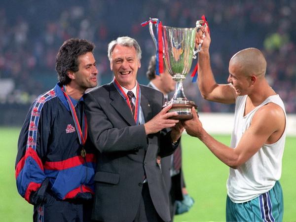 Từ vai trò thông ngôn cho Sir Bobby Robson, Mourinho đã trở thành phụ tá kỹ thuật đắc lực