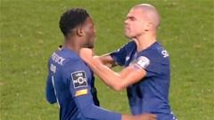 Pepe lại giở thói côn đồ, suýt tẩn cả đồng đội ngay trên sân
