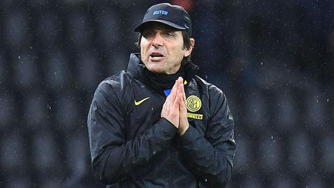 Conte bị cấm thi đấu 2 trận vì cãi trọng tài