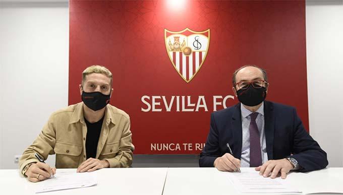 Tiền đạo Gomez đã hoàn tất thủ tục gia nhập Sevilla