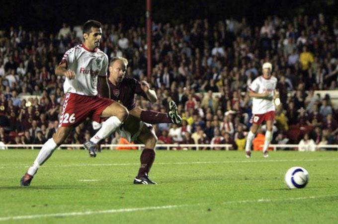 Arsenal thắng sát nút FC Thun ở UEFA Champions League 2005