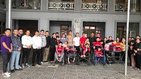 Trọng Hoàng và các cựu cầu thủ xứ Nghệ mang tết đến với những mảnh đời khó khăn