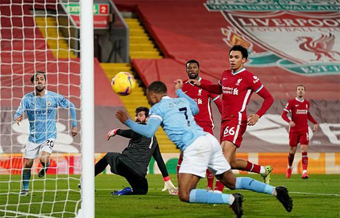 Man City hành hạ Liverpool những phút cuối trận