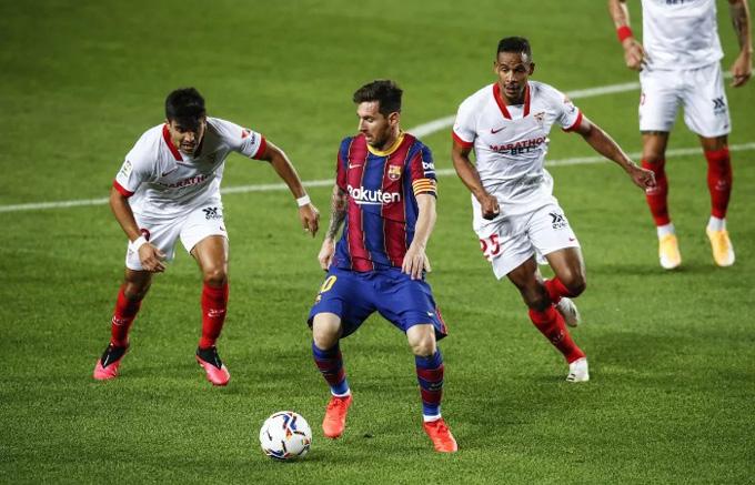 Messi bất lực trước hàng thủ Sevilla