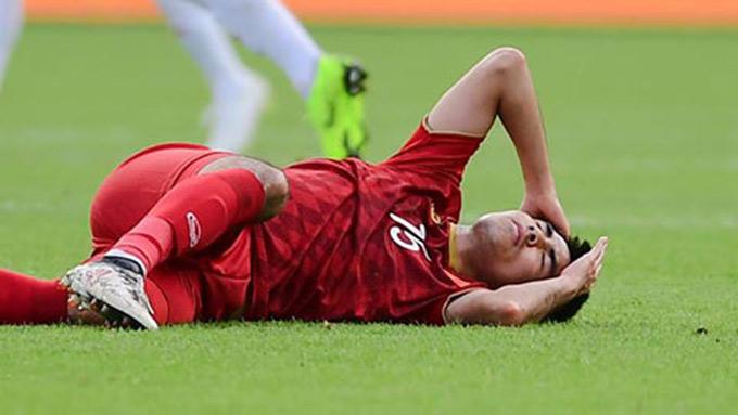 Đức Huy bị mất trí nhớ tạm thời sau va chạm với tiền đạo đang chơi cho Porto