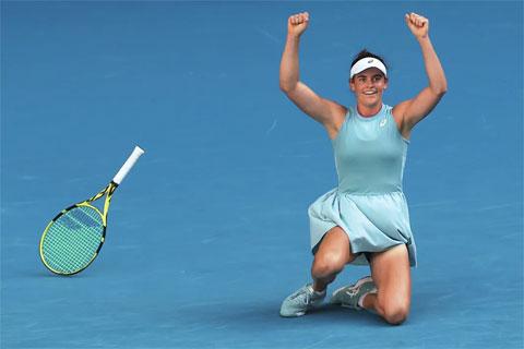 Jennifer Brady mắc 38 lỗi tự đánh hỏng ở trận bán kết gặp Karolina Muchova