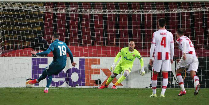 Hernandez ghi bàn trong trận Milan bị Crvena Zvezda cầm hòa với tỷ số 2-2