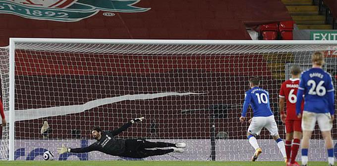 Sigurdsson ghi bàn ấn định chiến thắng 2-0 cho Everton trước Liverpool