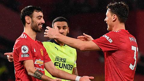 Man United tiếp tục bám đuổi Man City ở cuộc đua vô địch