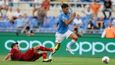 Lazio (bìa phải) đủ sức giành một trận hòa tại sân Olimpico