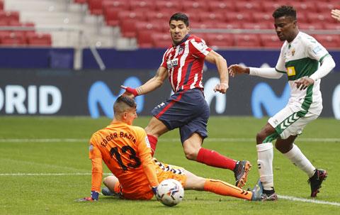 Suarez (giữa) thể hiện vai trò không thể thiếu ở Atletico