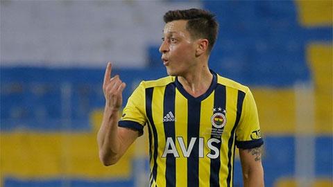 Rời Arsenal, Ozil lập tức khiến Fenerbahce... méo mặt!