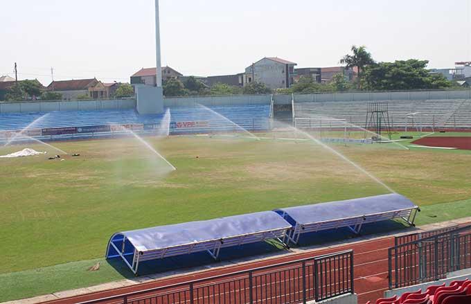 Hệ thống tưới nước phù hợp để sử dụng cho mặt sân
