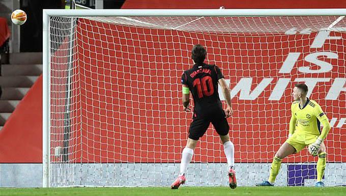 Oyarzabal đá hỏng 11m ở trận MU vs Sociedad
