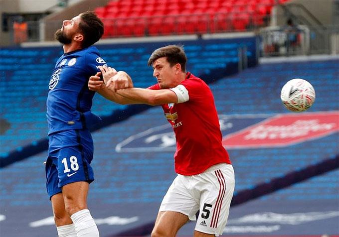 Cả Giroud lẫn Maguire đểu rất mạnh trong không chiến