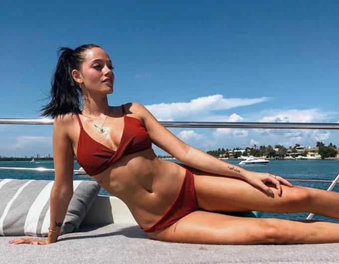 7. Oriana Sabatini, bạn gái của tiền đạo Dybala, người đang khoác áo Juventus. Người đẹp sở hữu khối tài sản vào khoảng 4 triệu bảng