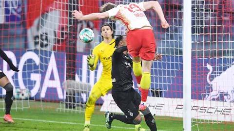 Leipzig mơ truất ngôi Bayern sau chiến thắng kịch tính