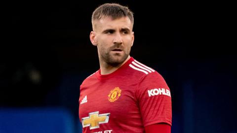 Shaw có thể bị cấm thi đấu sau phát ngôn về trọng tài...