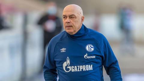 Schalke sa thải HLV thứ tư trong mùa giải