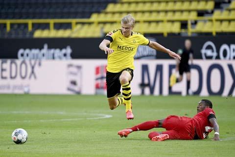 Dortmund (trên) sẽ nối dài mạch trận thăng hoa bằng cách đánh bại M'gladbach