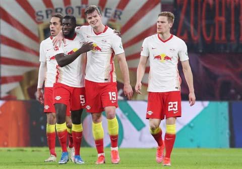 Sorloth (19) vừa ghi bàn ấn định chiến thắng 3-2 cho RB Leipzig trước M'gladbach