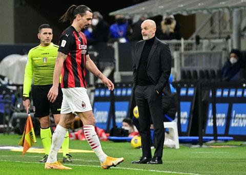 Chỉ 2 phút sau khi HLV Pioli rút Ibrahimovic khỏi sân, Milan ghi bàn ấn định chiến thắng 2-1 trước Roma